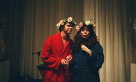 Olivia Colman in Confetti - Heirate lieber ungewöhnlich - Bild 20