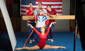 Bronze - Kleiner Sieg. Große Fresse. mit Sebastian Stan, Melissa Rauch, Gary Cole, Thomas Middleditch und Haley Lu Richardson - Bild 18