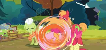 Der Slender Man tyrannisiert kleine Ponys