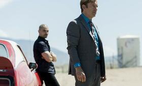 Better Call Saul - Staffel 5, Better Call Saul mit Bob Odenkirk und Michael Mando - Bild 2