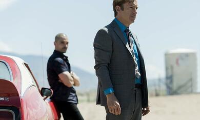 Better Call Saul - Staffel 5, Better Call Saul mit Bob Odenkirk und Michael Mando - Bild 4