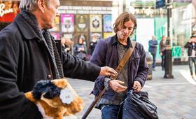 Bob, der Streuner mit Anthony Head und Luke Treadaway - Bild 8