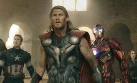 Marvel's The Avengers 2: Age of Ultron mit Scarlett Johansson, Jeremy Renner, Mark Ruffalo, Chris Hemsworth und Chris Evans - Bild 48