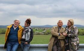 Der Dolmetscher mit Peter Simonischek, Jirí Menzel, Eva Kramerová und Anna Rakovska - Bild 6