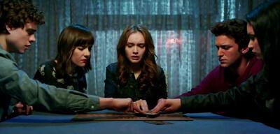 Gesellige Runde. Szene aus Ouija