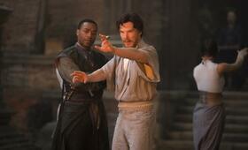 Doctor Strange mit Benedict Cumberbatch und Chiwetel Ejiofor - Bild 80