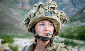 Eine Frau an der Front, Staffel 1 mit Lacey Turner - Bild 15