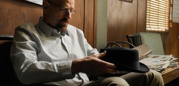 Bryan Cranston übt in Breaking Bad schon mal Sitzen und traurig Gucken