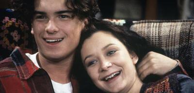 Roseanne mit Johnny Galecki undSara Gilbert
