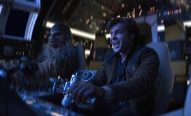 Solo: A Star Wars Story mit Alden Ehrenreich und Joonas Suotamo - Bild 23