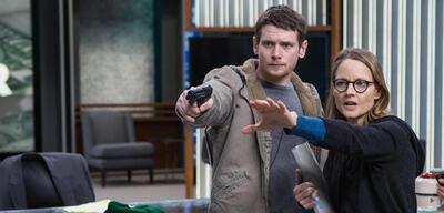 Jodie Foster mit Jack O'Connell am Set von Money Monster
