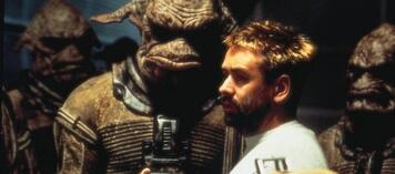 Luc Besson am Set von Das Fünfte Element