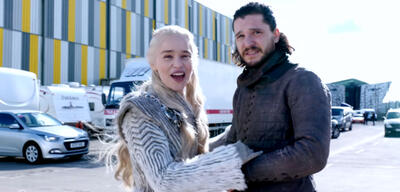 Emilia Clarke und Kit Harington am Set von Game of Thrones