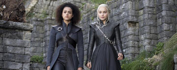 Nathalie Emmanuel und Emilia Clarke in Game of Thrones