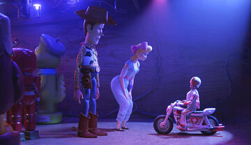 Duke Caboom (re.) in Toy Story 4