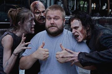 Robert Kirkman am Set von The Walking Dead