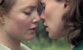 Tell It to the Bees mit Anna Paquin und Holliday Grainger - Bild 36
