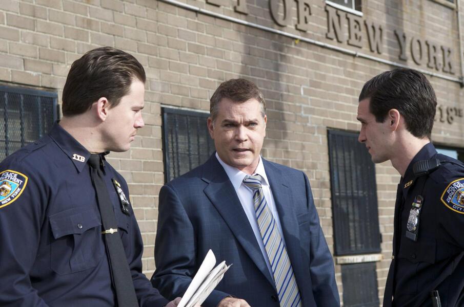 Ein Cop mit dunkler Vergangenheit mit Channing Tatum, Ray Liotta und James Ransone