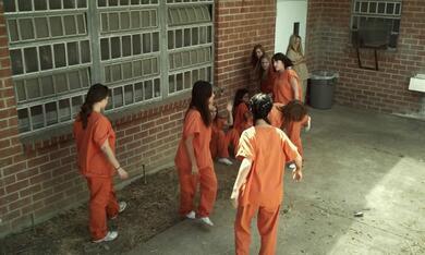 Jail Bait - Überleben im Frauenknast - Bild 3