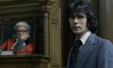 A Very English Scandal, A Very English Scandal - Staffel 1 mit Ben Whishaw - Bild 4