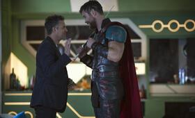 Thor 3: Tag der Entscheidung mit Mark Ruffalo und Chris Hemsworth - Bild 13