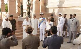 Der Stern von Indien mit Gillian Anderson, Hugh Bonneville und Denzil Smith - Bild 3