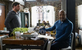 Grey's Anatomy - Staffel 16, Grey's Anatomy - Staffel 16 Episode 1 mit Justin Chambers und James Pickens Jr. - Bild 3