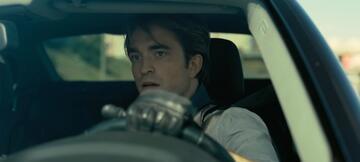 Robert Pattinson scheint Washington zu assistieren. Freiwillig?