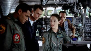 Die Crew auf der Suche nach der Event Horizon