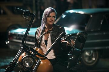 Eliza Coupe in Future Man
