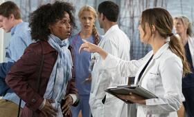 Grey's Anatomy - Staffel 15, Grey's Anatomy - Staffel 15 Episode 19 mit Camilla Luddington und Khalilah Joi - Bild 14