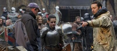 Kristen Stewart und Rupert Sanders am Set von Snow White and the Huntsman
