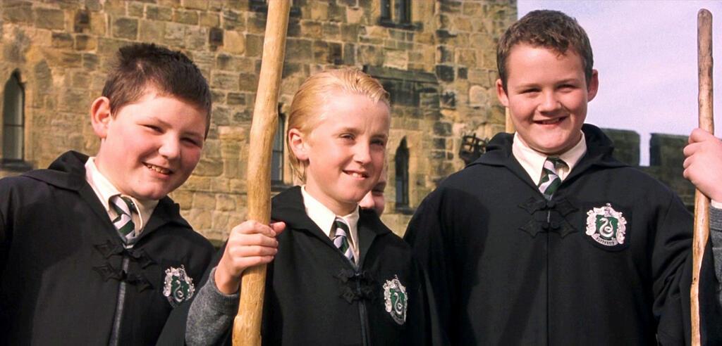 Harry Potter und der Stein der Weisen: Draco Malfoy und seine KumpanenVincent Crabbe (links) undGregory Goyle (rechts)
