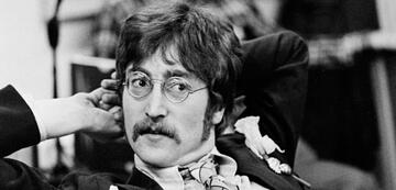 John Lennon in der Dokumentation It Was Fifty Years Ago Today! The Beatles: Sgt. Pepper & Beyond
