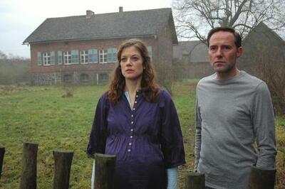 Stefan Kurt und Marie Bäumer in Haus und Kind