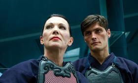 Q (Iris Berben) und ihr Sohn Munroe (Stipe Erceg) stehen vor einem Rätsel: Wo sind die Schlüssel zum Mondscheinpalast? - Bild 15