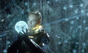Prometheus - Dunkle Zeichen mit Michael Fassbender - Bild 1