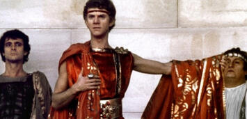 Bild zu:  Malcolm McDowell in Caligula