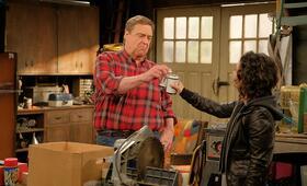 Roseanne Revival, Roseanne Revival - Staffel 1 mit John Goodman und Sara Gilbert - Bild 16