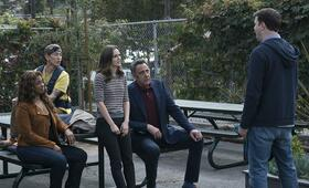 Single Parents, Single Parents - Staffel 1 mit Leighton Meester, Brad Garrett, Taran Killam und Jake Choi - Bild 3