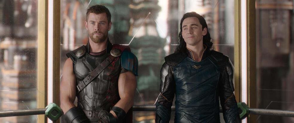 Thor 3: Tag der Entscheidung mit Tom Hiddleston und Chris Hemsworth