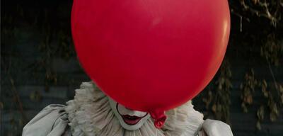 Bill Skarsgård als Clown Pennywise in Es