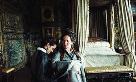 The Favourite mit Rachel Weisz und Olivia Colman - Bild 1