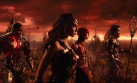 Justice League mit Gal Gadot, Ezra Miller, Jason Momoa und Ray Fisher - Bild 1