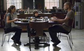 I Am Legend mit Will Smith, Alice Braga und Charlie Tahan - Bild 3