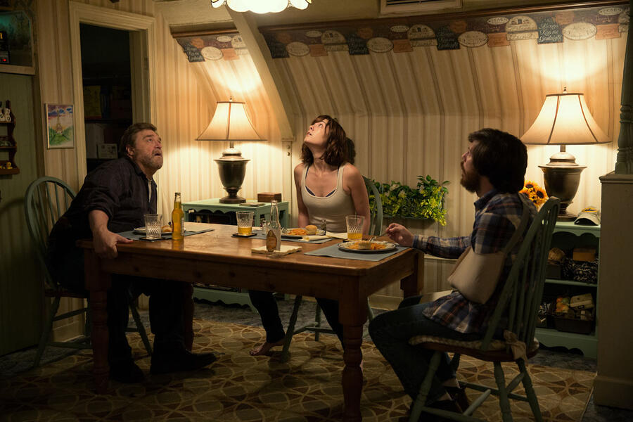 10 Cloverfield Lane mit John Goodman, Mary Elizabeth Winstead und John Gallagher Jr.