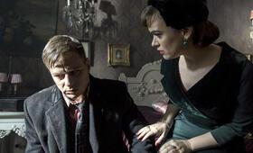 Kommissar Maigret: Die Nacht an der Kreuzung mit Tom Wlaschiha - Bild 7