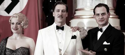 Tobias Moretti als Ferdinand Marian (Mitte)