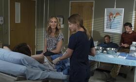 Grey's Anatomy - Staffel 14, Grey's Anatomy - Staffel 14 Episode 1 mit Kevin McKidd, Ellen Pompeo, Kim Raver und Martin Henderson - Bild 23