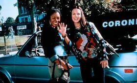 Scary Movie mit Shannon Elizabeth und Regina Hall - Bild 1